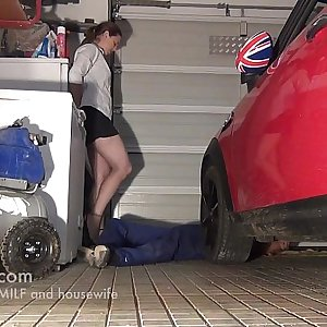 unexperienced milf fucking in the garage when she pics up her car