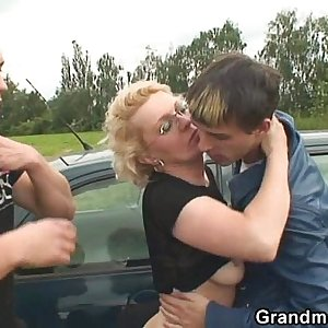 They pick up her from gas station and fuck in the fields