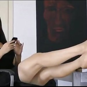 Lovely asian girl very convenient showing the toes of her stunning feet