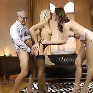 Mature british mummy cocksucks in english trio
